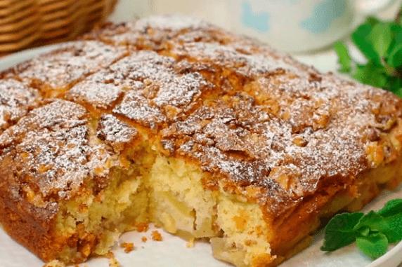 Яблочный пирог с посыпкой – объедение.