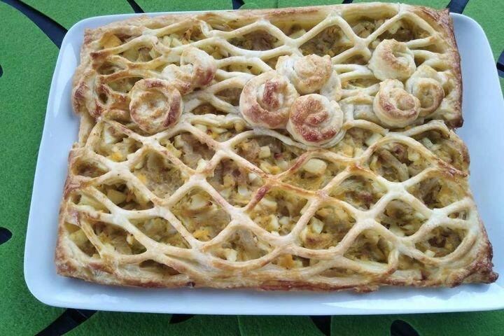 Пирог из слоеного теста с капустой и яйцом. Быстро и просто!