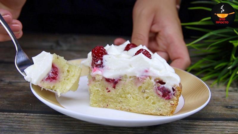 Пирог с малиной. Нежный, слегка влажный и воздушный.