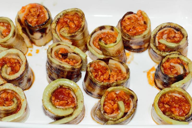 Роллы из кабачков и мясным соусом. Нереально вкусно и просто!
