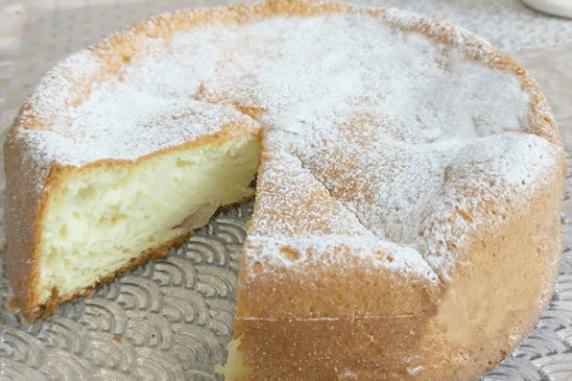 Творожный пирог – до безумия вкусный и до удивления простой.