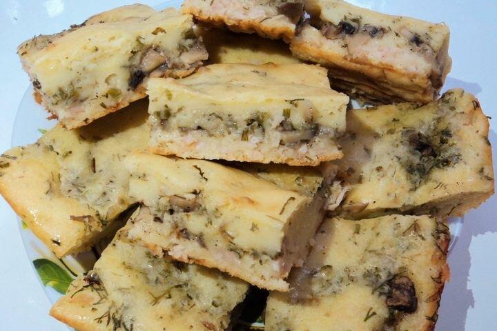 Заливной пирог с куриной грудкой и грибами. Пошаговый рецепт