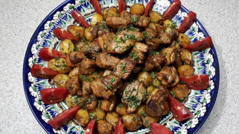 Это вкуснейшее узбекское блюдо. Казан кебаб в казане на костре