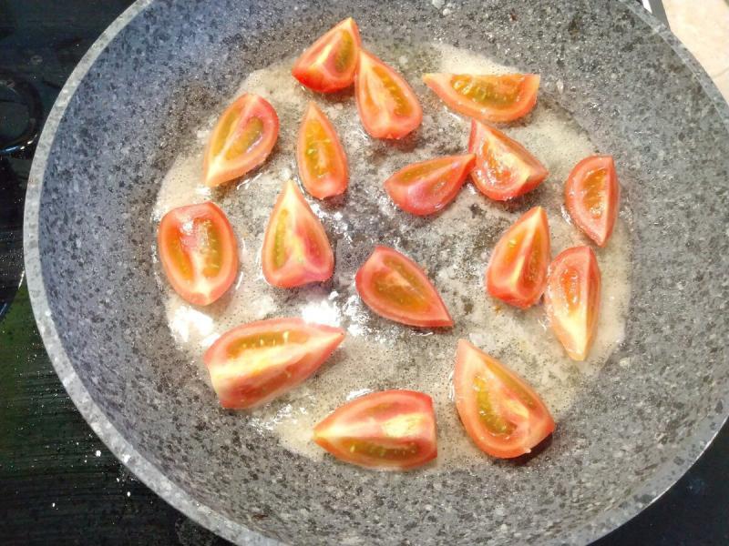 Невероятно вкусный, теплый салат с баклажанами