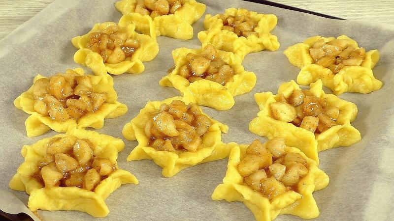 Простой и вкусный рецепт печенья с яблочной начинкой
