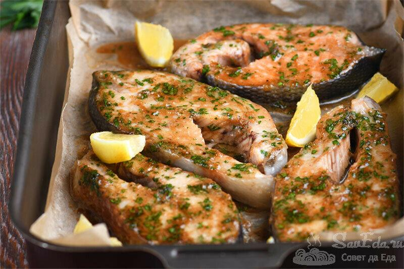 Запеченная рыба с чесночным соусом. Вкус потрясающий!