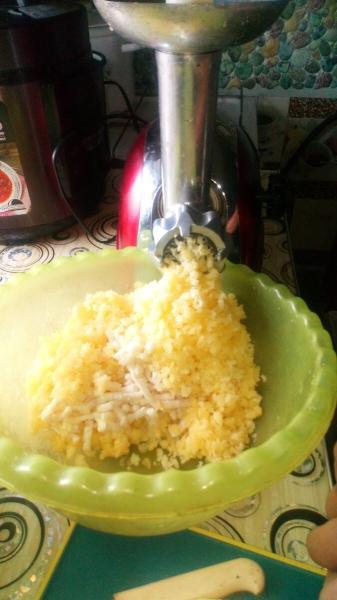 Драники из картофельно - кабачкового теста. Вкус не забываемый.