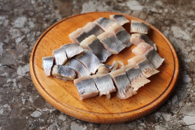 """Готовлю """"Пикантную"""" селёдку в сметане: такая рыбка съедается до последнего кусочка"""