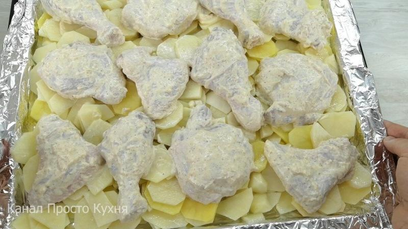Курица с картошкой в духовке. Блюдо, которое всегда выручает - много, просто, а главное вкусно.