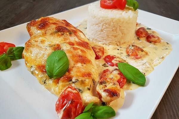 Курица с моцареллой в сливочно-базиликовом соусе