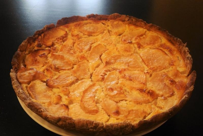 Нежный яблочный пирог на сметане. И это не шарлотка