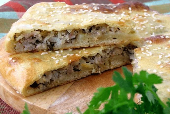 Сытный пирог с мясом и капустой — простой рецепт на скорую руку.