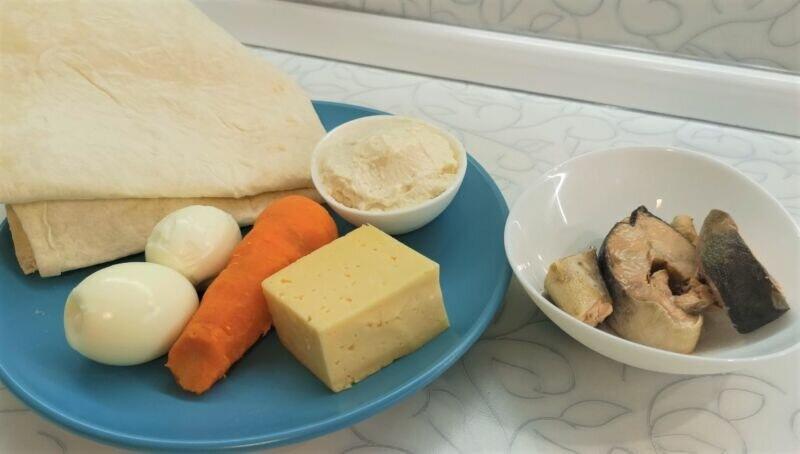 Быстрые и бюджетные закуски на Новый год: рулеты из лаваша