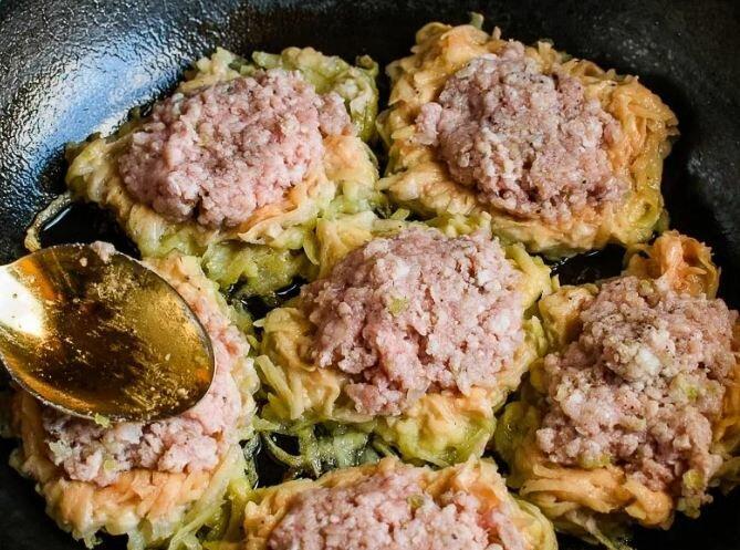 Деруны или драники с мясом внутри: рецепт на выходные