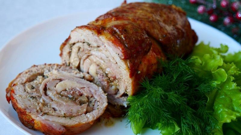 Праздничный рулет два вида мяса