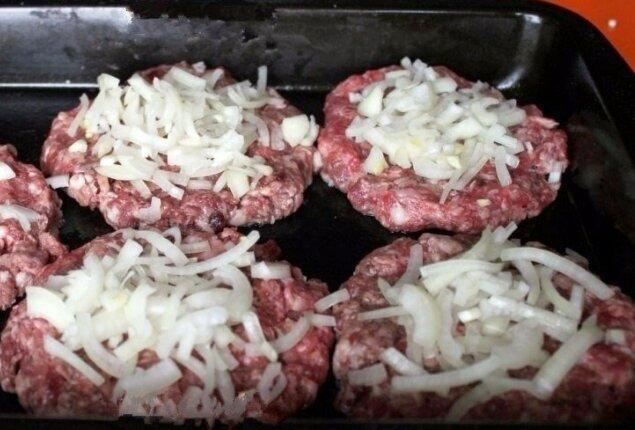Стожки - блюдо из мясного фарша под сырной шубкой