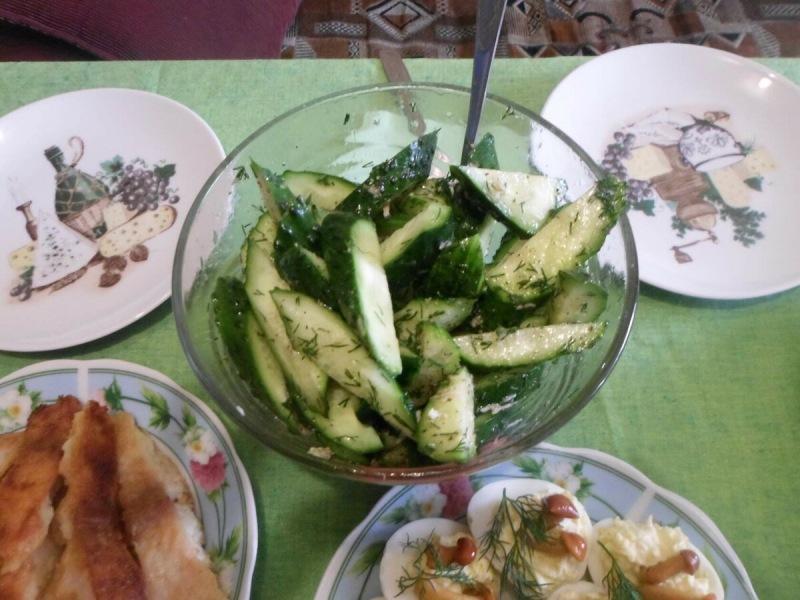 Небольшой праздничный стол в кругу семьи, показываю, что готовили