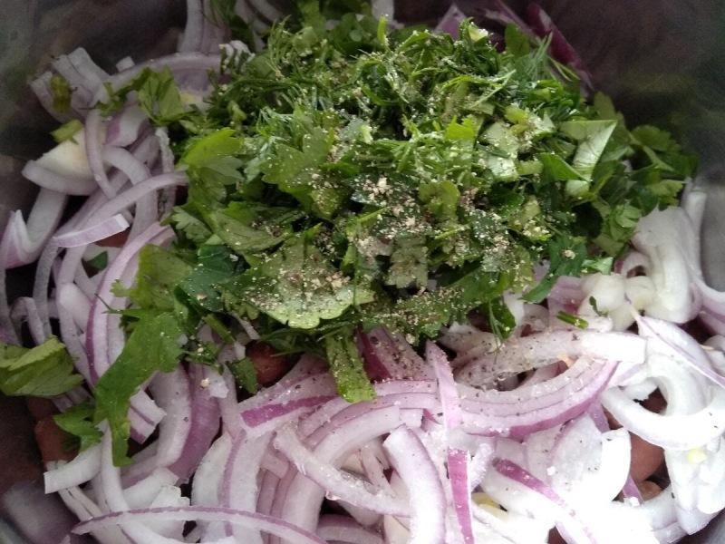 Готовим простейший салат из красной фасоли