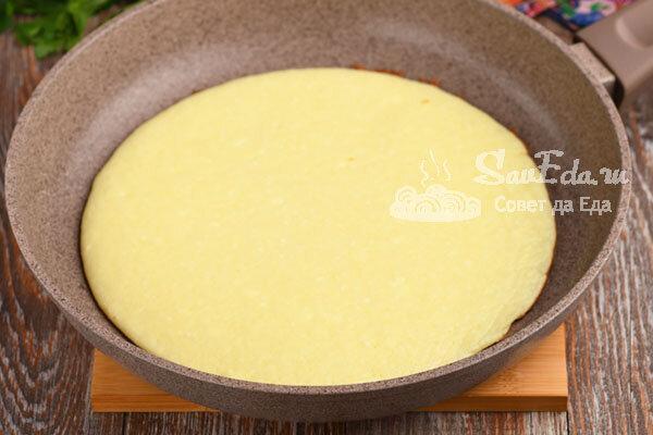 Творожный рулет с вареньем на сковороде за 20 минут (рецепт с фото)