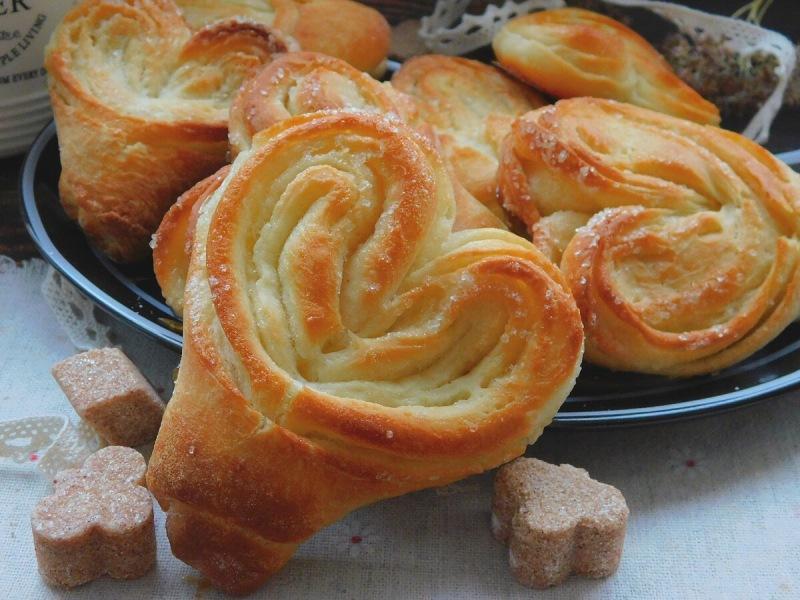 Булочки с сахаром: что может быть лучше домашней выпечки?