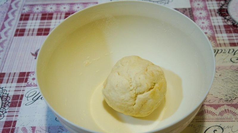 Пирог из лука и консервов, который мы готовим на все праздники.