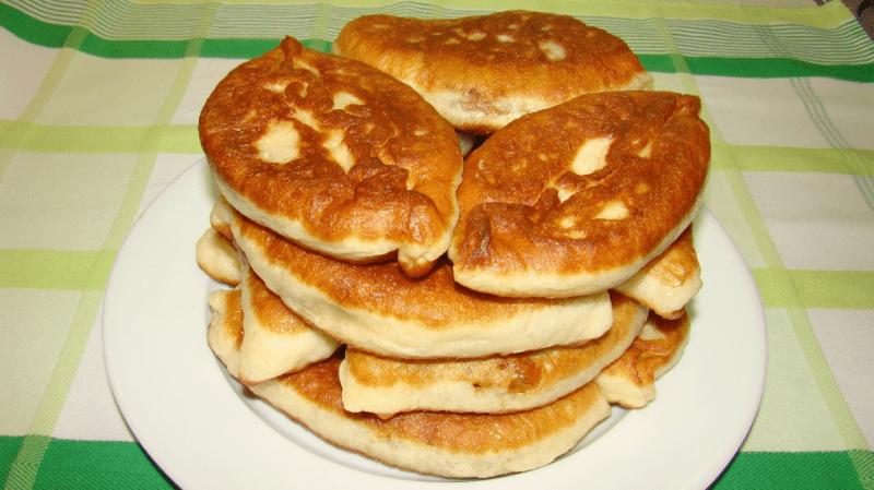 Пирожки на скорую руку с куриным фаршем: мягкие как пух.