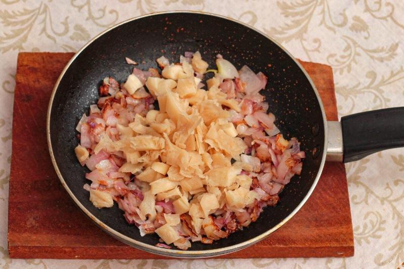 """Салат """"Белый лебедь"""" - необычное блюдо с эффектной подачей"""