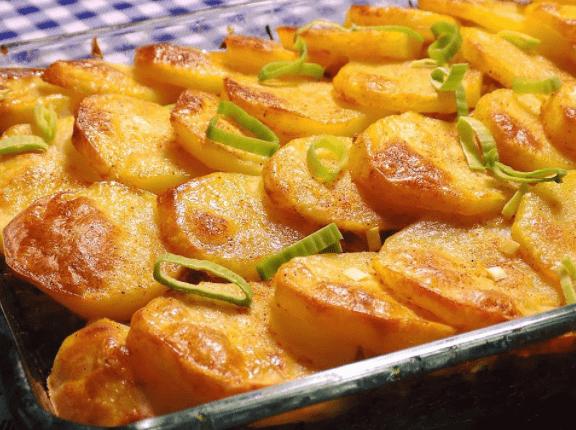 Запеченный в духовке картофель по-чешски