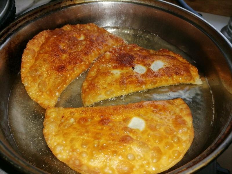 Моё не совсем обычное тесто на чебуреки и интересный ингредиент мясной начинки