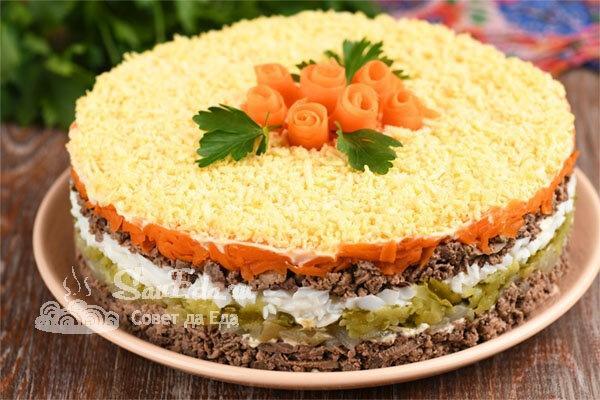 Нежный салат с куриной печенью слоями (рецепт с фото)