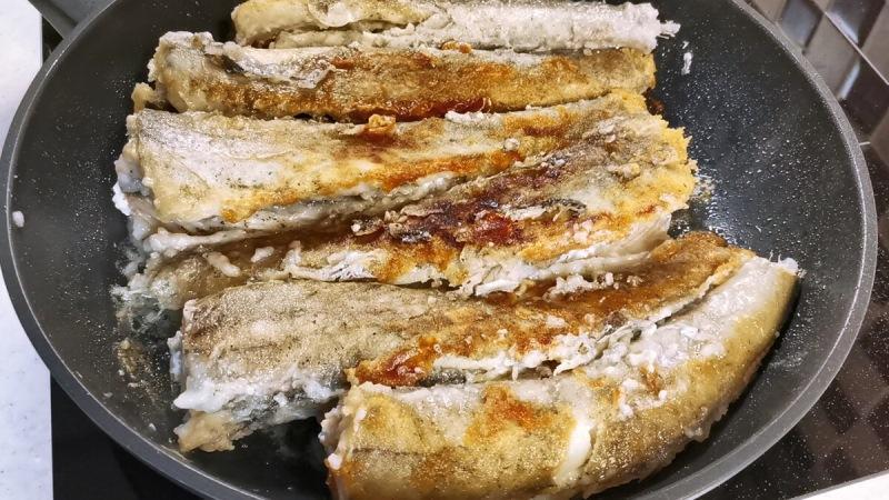Приготовила по совету подписчика минтай в зажарке с солеными огурчиками (делюсь рецептом)
