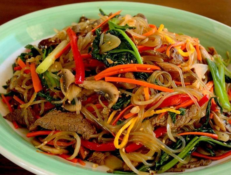 Салат с лапшой - очень популярный корейский салат чапче