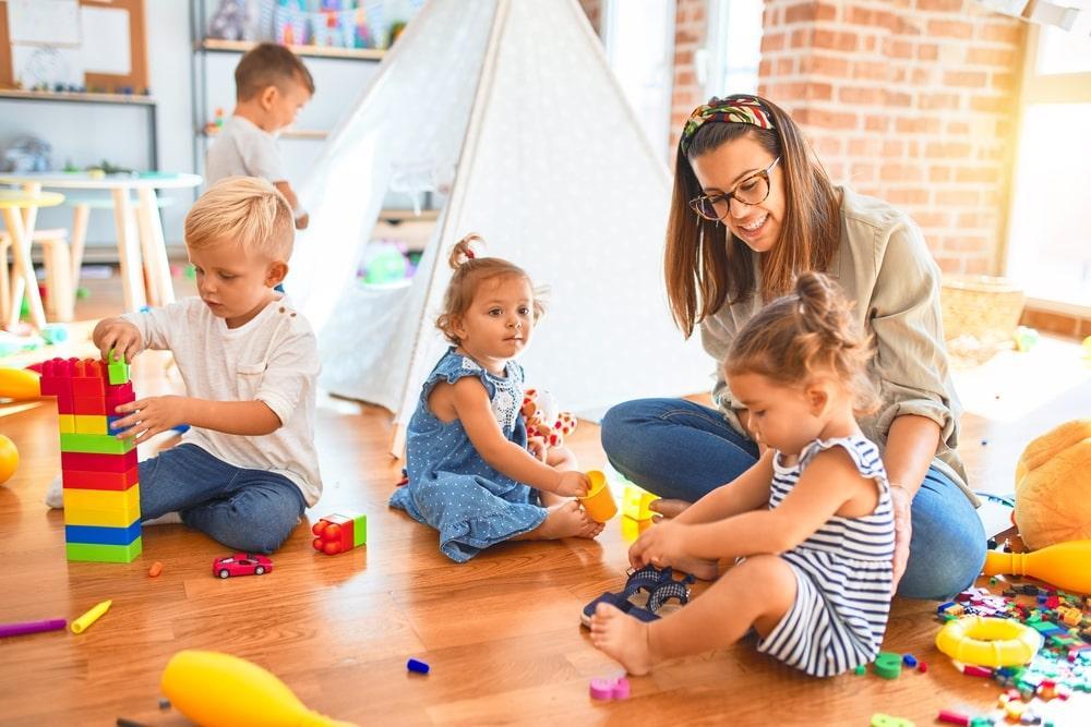 Особенности работы частного детского сада.