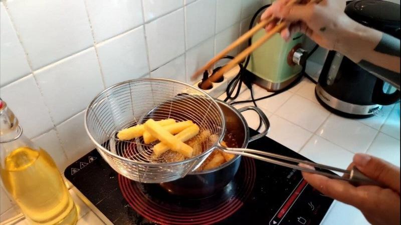 Корейский картофель с сырным соусом