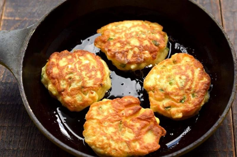 Самые быстрые пирожки с яйцом и зеленым луком