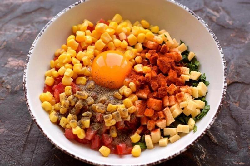 Куриные котлеты с сыром и овощами