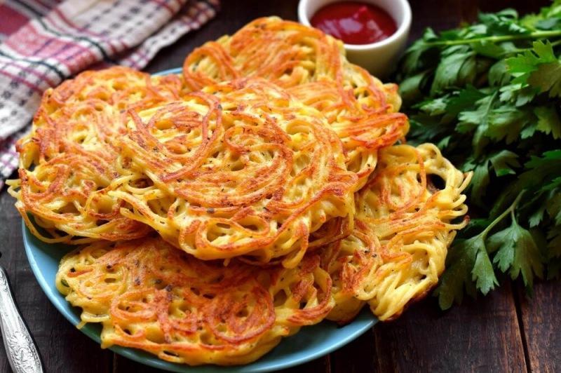 Лепешки из спагетти, сыра и яиц