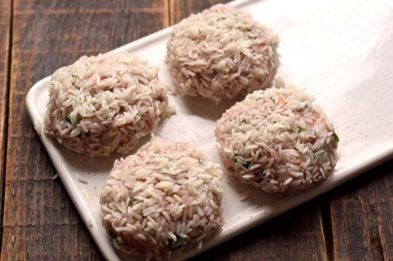 Мясные ежики с рисом в подливе