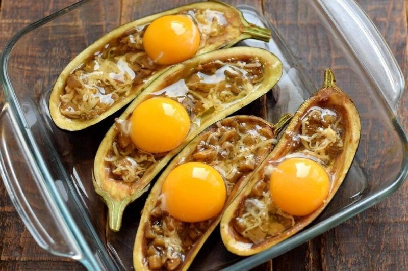 Баклажаны с яйцом и сыром в духовке