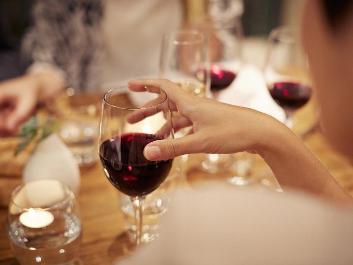 Безалкогольное вино: чем оно отличается от обычного вина и кому его пить