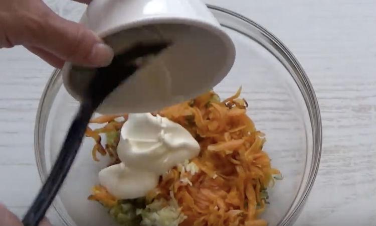Делаем намазку из соленых огурцов и чеснока: закуска на замену маслу