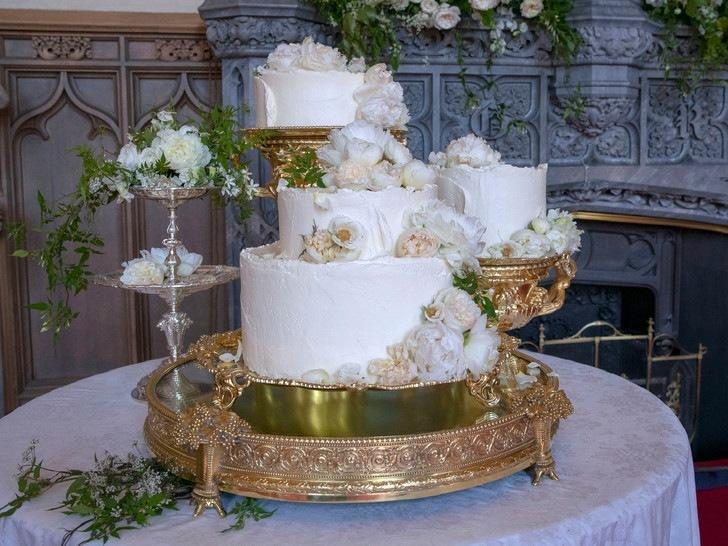 Особенная сладость: самые красивые торты на королевских крестинах
