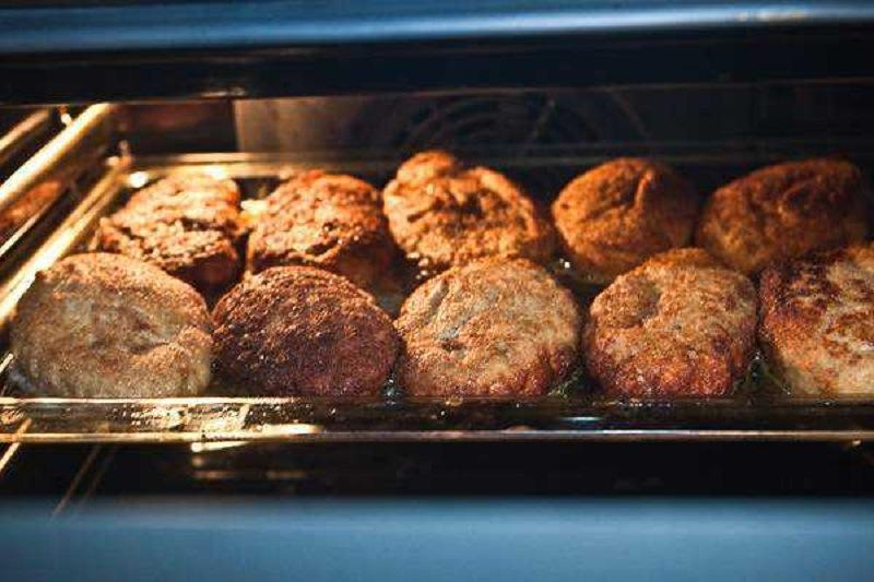 Рецепт вкусных и румяных котлет на огне. Я готовлю еще, кладу их в морозилку, и без них ни один обед не обходится.