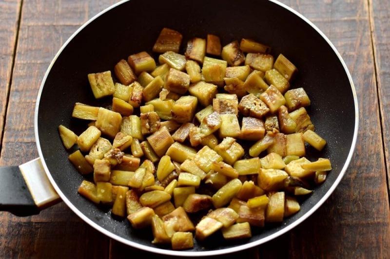 Салат с баклажанами и зеленым горошком