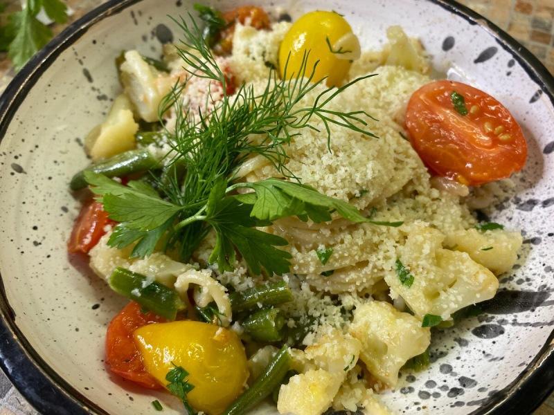 Приготовьте настоящий ресторанный деликатес со спагетти и овощами всего за 10 минут