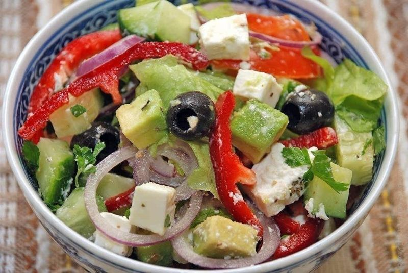 Оригинальный салат из обычных продуктов. Очень просто и приятно