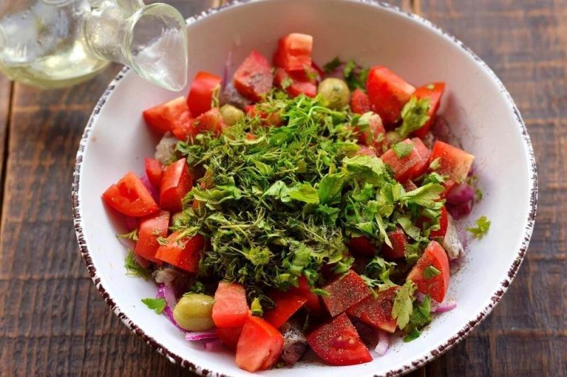Салат из сельди и оливок