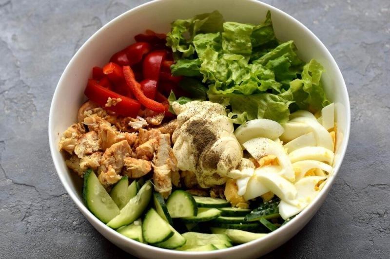 Салат из жареной курицы