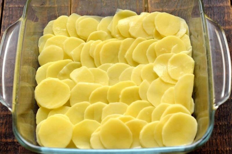 Слоенная запеканка из картофеля и фарша