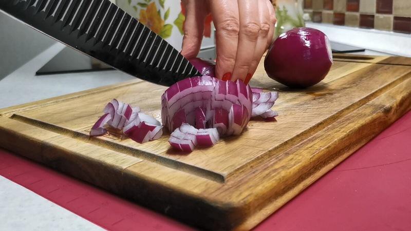 За основу беру картофель, фарш и кабачки. Ужин готовлю на сковороде и сразу с соусом (делюсь рецептом)